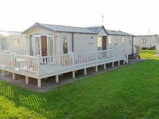 Caravan Leasa, 3 bed sleeps 6. Beach location, on Naish Hoburne holiday park