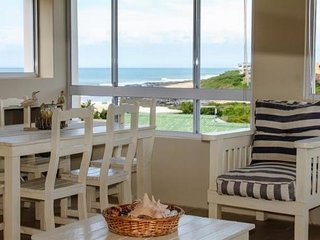 'On Point' Spacious Beach House, Jeffreys Bay.