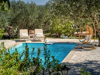 Secluded villa with attached cottage in its own olive grove with private pool