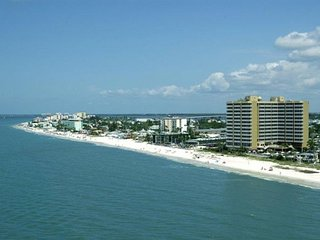Beach Vacay Starts Here! Amazing Gulf Front 1BR Suite with Balcony, Pool, Spa