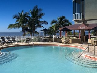 AMAZING 1BR, GULF FRONT VIEW! POOL, SPA, PARKING!