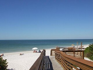 2 COMFY 1BR SUITEs FOR 12 GUESTS, 1 MILE TO THE BEACH, POOL, BREAKFAST