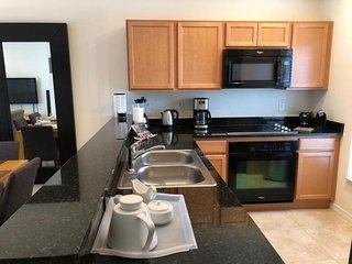 AWESOME 2BR/2BA WITH PRIVATE HOT TUB. POOL, CLOSE TO PARKS