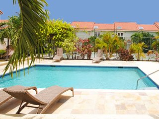 Palm View - Lovely west coast townhouse minutes walk to beach with communal pool