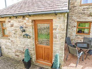 THE HAYLOFT, open fire, flexible sleeping, pet-friendly cottage near Alston