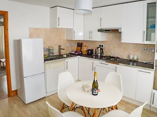Beautiful cottage close to Whitstable harbour sleeps 6