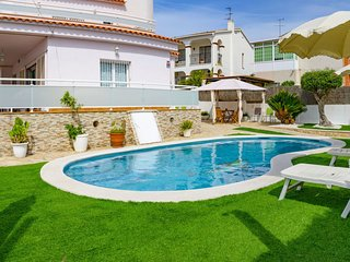 4 bedroom Villa with Pool and WiFi - 5364979