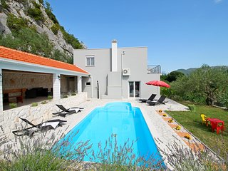 4 bedroom Villa with Pool and WiFi - 5791542