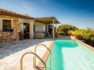 Portobello di Gallura Villa Sleeps 8 with Pool and WiFi - 5791482