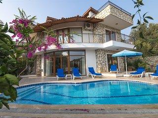 Holiday rental home in Kalkan. 3 bedroom, spacious private gardens. Villa Hannah