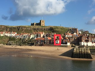 Beachside holiday cottage in Whitby harbour, sea views with glass Juliet balcony
