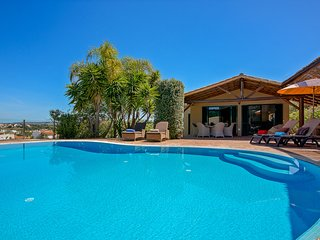 Lovely 3 bedroom villa with private pool and free wi-fi in peaceful location