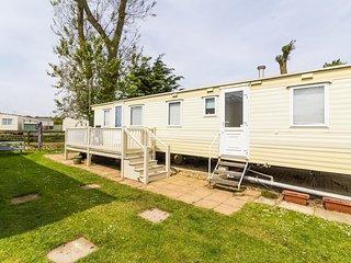 8 Berth caravan for hire by the beautiful beach of Heacham in Norfolk ref 21004