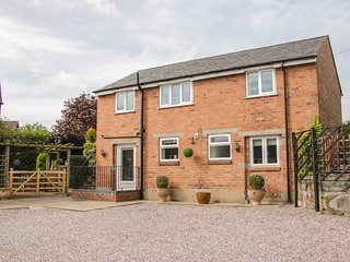 THE GABLES COACH HOUSE, beautifully-converted, detached coach house, off road
