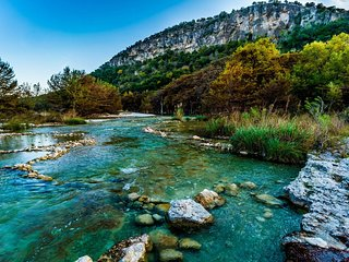 UNIQUELY AMAZING TEXAS HILL COUNTRY HOUSE BY FRIO RIVER BETWEEN LEAKEY & CONCAN!