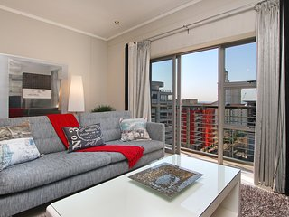 Icon 914- 3 mins to Convention Centre, pool, gym