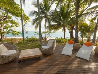 'Drift' Beach House Getaway - Absolute Beachfront, Private House, Cairns