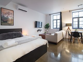 #403408 . 1820s Boutique Loft w/ AC | 100 Walk Score
