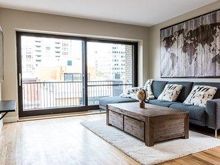 #46-3435 · Bright Apartment in City Centre | 99 Walk Score