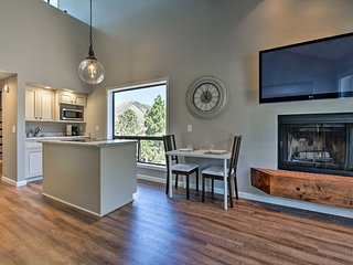Light and Bright Flagstaff Condo w/Views and Loft