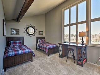 Light and Bright Flagstaff Condo w/Views and Loft