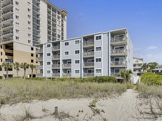 Oceanfront 3B/3B Very spacious condo,  outdoor pool, awesome ocean view!
