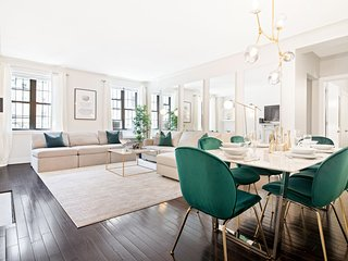 Fifth Avenue Ultra Luxurious Large 3 Bed- Gym/Doorman/Elevator