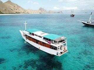 Karunia Ilahi Boat