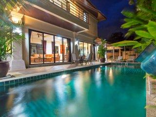 Awesome HOLIDAY Villa, superb lush garden & pool