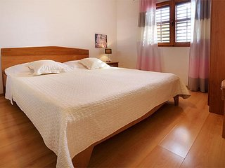 One bedroom apartment Sveta Nedilja (Hvar) (A-17139-b)