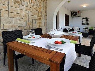 Sveta Nedelja Apartment Sleeps 4 with Air Con - 5792279