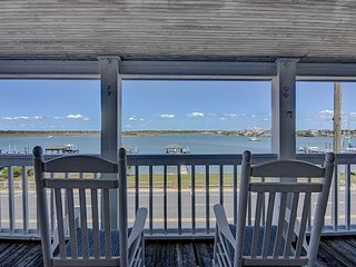 Harbor View- Enjoy the best sunsets on the island from this upper level duplex