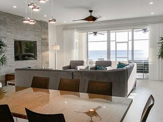 5TH NIGHT FREE - Modern 4-Bedroom Opening Directly onto Seven Mile Beach