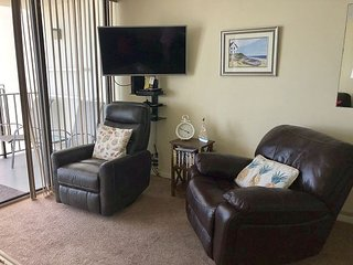 FEEL LIKE YOU'RE HOME IN THIS LOVELY 2 BEDROOM CONDO IN GARDEN CITY, SC