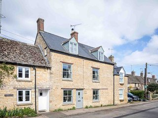 High Ridge is a fabulous property in the village of Milton-under-Wychwood