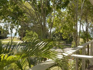 545 Esplanade - Sea Breeze and Water View Apartment 4
