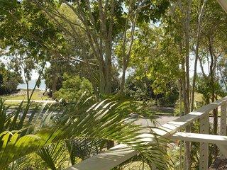 545 Esplanade - Sea Breeze and Water View Apartment 4