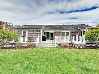 Charming Home w/ Yard & Deck - Close to Schoolhouse Pond & Bike Path