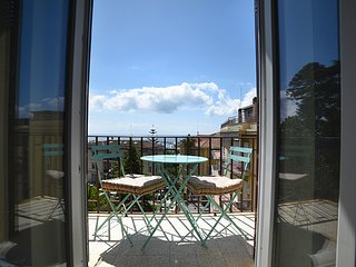Esclusivo appartamento vista mare con giardino - Ap19