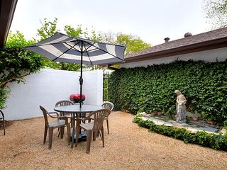 2BR/1.5BA Charming House Off South Congress, Downtown Austin, Sleeps 6