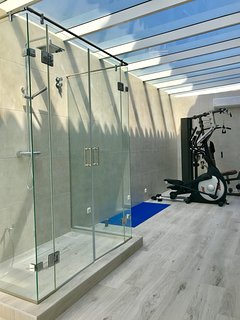 Amazing Gym with Hot tub ( operational priced pw ), TV and garden access.