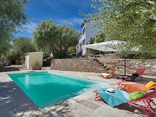 Villa 'Le Corps de Garde' with swimming-pool and garden of 1200m2
