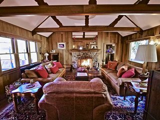 NEW LISTING: Charming 'Rocky Mountain Lodge' Log Home 4 Bedrooms