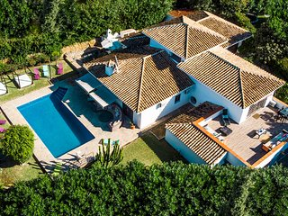 Gardenia - Luxury 10BR Villa in Marbella, Heated Pool with Sea Views, BBQ, Wifi