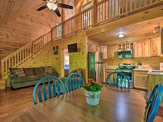 Murphy Cabin w/ Spacious Deck & Forest Views!