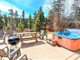 Westfall Mountain Lodge Spacious 4 BR Modern Chalet / Pool Table / Hot Tub