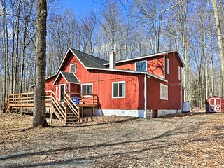 NEW-Pocono Lake Home w/Game Rm+Pool & Beach Access
