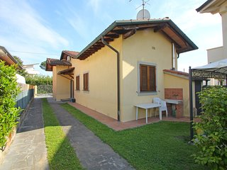 3 bedroom Villa with Air Con and Walk to Beach & Shops - 5756057