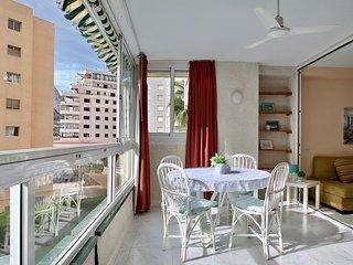 Apartamento en edificio con piscina y acceso directo al paseo marítimo