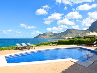 Mallorca Family Sea Front Villa in Betlem